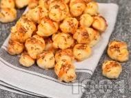 Рецепта Мини солени кифлички със сирене, кашкавал и кимион на зърна